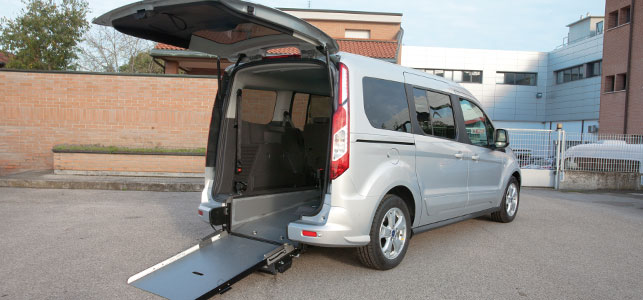 Ford Tourneo Connect per trasporto disabili